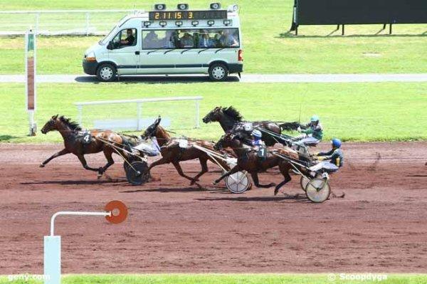 Bien ! 204 Vanderlov* ( Aymeric Thomas ! mon outsider !) gagne le Quinté+ du jour a 23/1 !