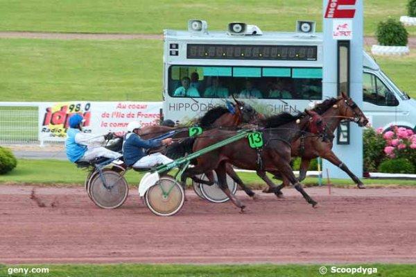 402 Casaque d'Azif** ( Antoine Trihollet !) mon cheval du jour (**) et a Enghien 901 Altesse Eclatante 913 Ula de Varville simple et couplé gagnant placé suffisent a notre bonheur !