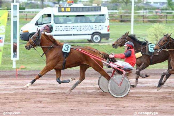 On est sur de pas perdre d'argent aujourd'hui ! 304 Blondin Cayennais gagne a 11/1 - 310 Brenda du Châtelet 2éme a 15/1 ! les simples et couplé gagnant placé !