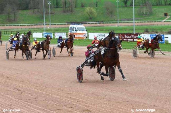 806 Belinda du Roumois (3éme a Alençon il y a peu !) gagne a 40/1 ! comme quoi cela sert d'aller sur les hippodromes !