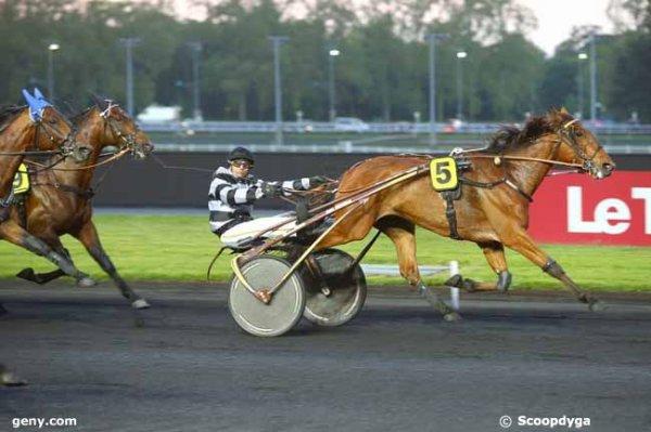 410 Enino du Pommereux* (avec JMB au sulky ce sera mon favori ! cheval de Sylvain Roger !) gagne le critérium des 4 ans !