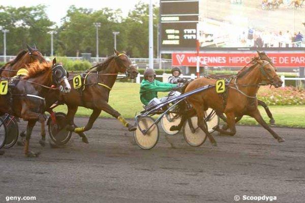 Journée faite comme disent les squaters de Zeturf ! lol ! 215 Flore de Crennes ( Erno Szirmay ! ) 2éme a 105/1 - 214 Fierté de Baille gagne a 13/1 ! les simples et les couplés gagnants placés le tout en 2 chevaux pas en 5 ! lol !