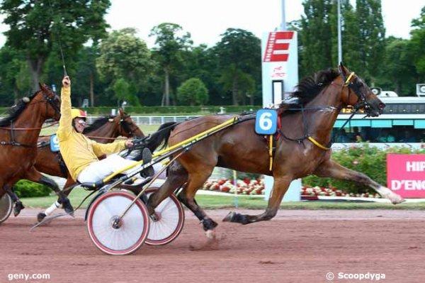 407 Evita du Bourg  gagne a 37/1 ! hop la !