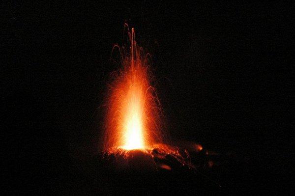 7e voyage à Stromboli - éruptions nocturnes - photos de Philip Dederen