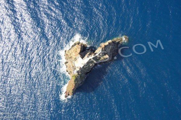 Vue inédite du Strombolicchio (marinas.com)