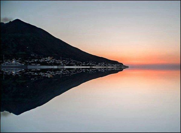 Mer calme autour de Stromboli