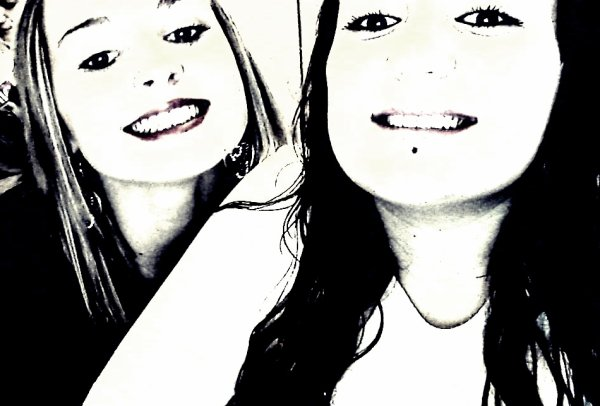 L'amitié c'est être deux mais ne former qu'un.  Je t'aime comme une Grande soeur.