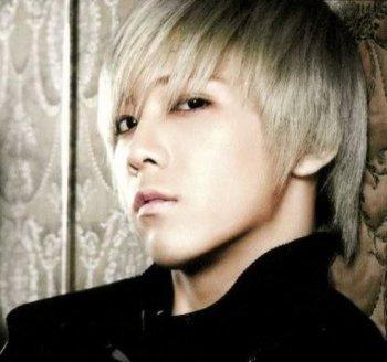 # Lee Hong Ki  ( Acteur - Chanteur Coréen ) ♥
