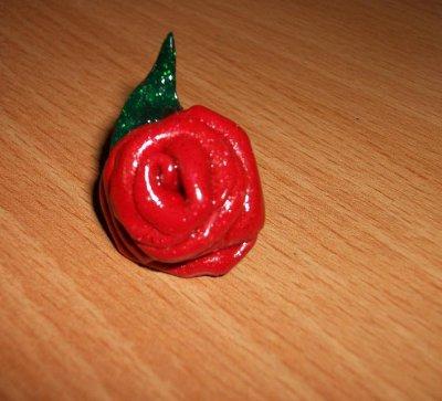 Rose rouge en pâte Fimo à paillettes