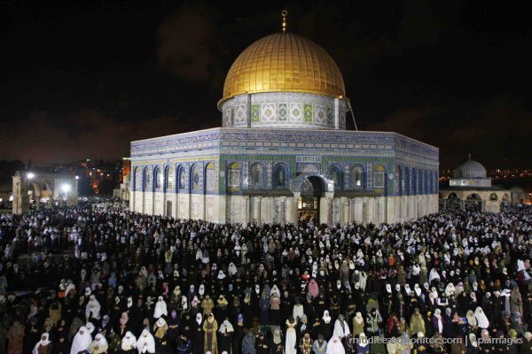 Israeli settlers storm Al-Aqsa Mosque and climb Dome of the Rock