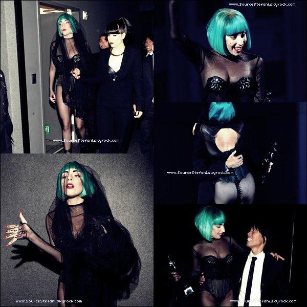 . 06/06/11 - Stefani Germanotta reçoit le prix de l' icône de la mode aux CFDA . On peut la voir posé avec sa soeur Natali. Durant l'afer party elle a chanté 2 chansons avec Patti Labelle. ( Photos )