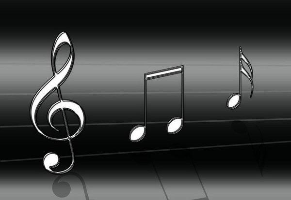 """●° Le Silence est encore la meilleure arme avec laquelle on peut lutter. Avec lui, il ne peut y avoir de malentendu, donc aucun conflit...A condition de savoir quand s'en servir.  """"J'aime le silence de la musique"""" Si, crois moi, cette phrase a un sens. La saisis-tu?  Je suis une fille qui, paraît-il, ressemble à un garçon, mais qui n'en est pas moins féminine, et j'aime le silence...J'aime surtout le silence de la musique... °●"""