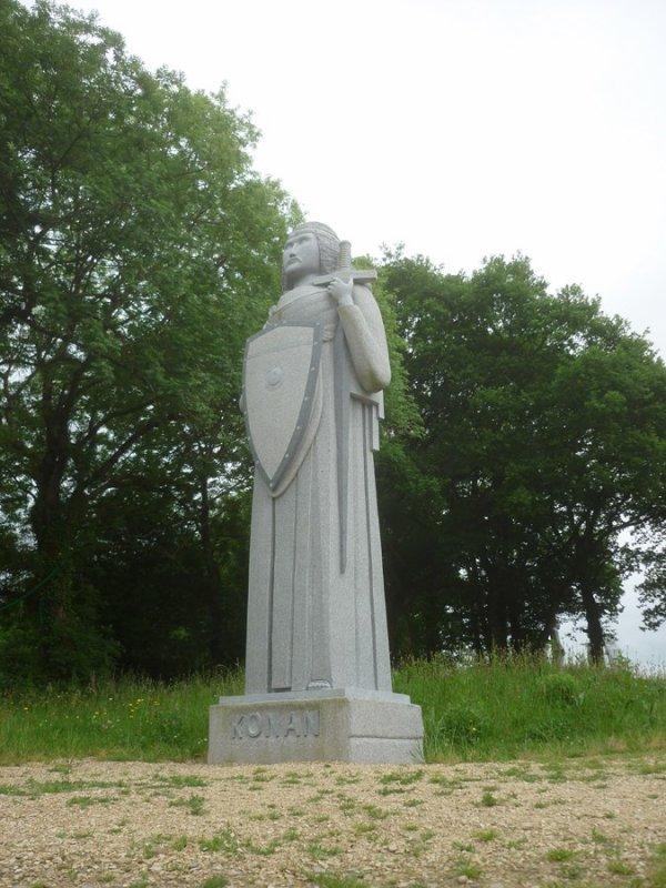 30 mai (après-midi) La Vallée des Saints (100 statues taillées sur place dans le   granit  par des artistes de tous les pays.il est prévu 1000 statues  ,toutes différentes.des souscriptions sont faites par villages,ou familles etc....