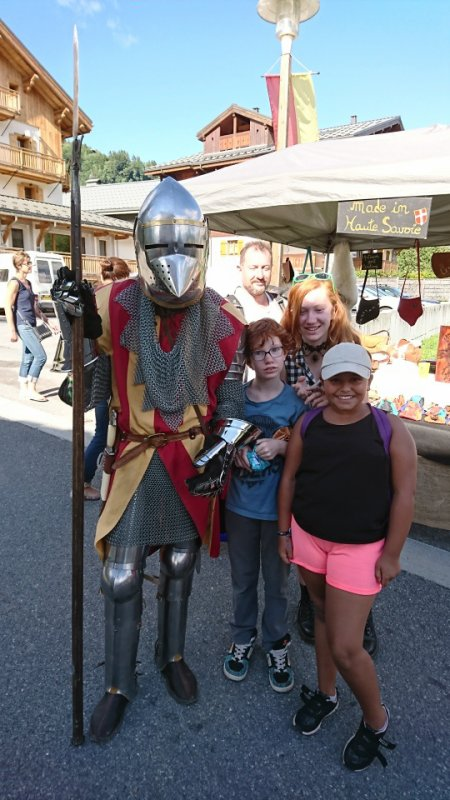 12 Août Médiévales de Praz sur Arly pour Ambre avec les cousines