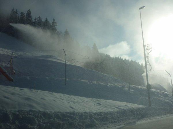 dimanche 3 Décembre au col des saisies   -13°!canons à neige en action et vue sur le MtBlanc en remontant le col des saisies