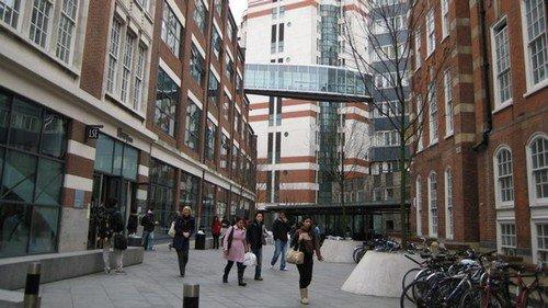 Grande-Bretagne: une université exclut de son campus un étudiant handicapé mental