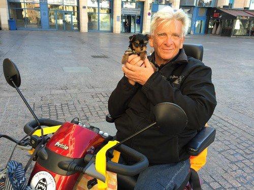 Ils se cotisent pour offrir un nouveau chien à Patrick, handicapé moteur
