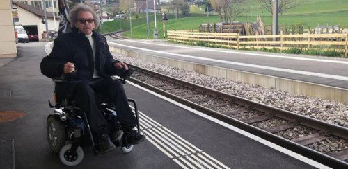 Handicapé, il voit passer le train sans pouvoir monter
