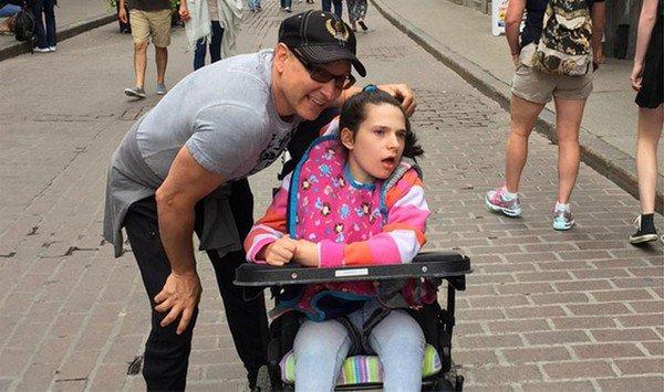 Jean-Marc Généreux salue ''la fureur de vivre'' de sa fille handicapée