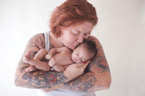 Abandonné par ses parents adoptifs, ce bébé handicapé a été recueilli par sa maman biologique