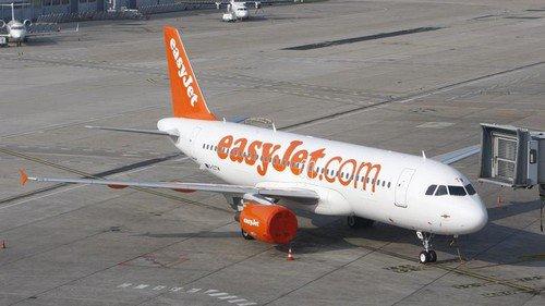 Easyjet débarque un client handicapé d'un avion à Bordeaux