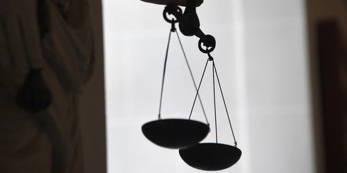 Trente ans requis contre un vrai-faux handicapé jugé pour l'assassinat de son beau-fils