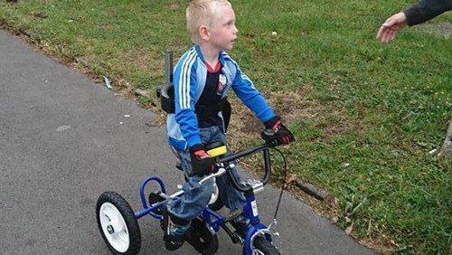 Des internautes se mobilisent pour Daven, enfant handicapé, après le vol de son vélo
