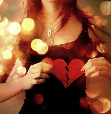 Il y a des chagrins d'amour que le temps n'efface pas et qui laissent aux sourires des cicatrices imparfaites..