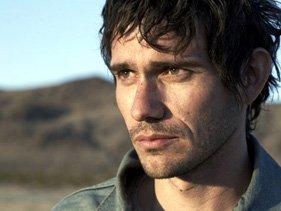 Eleazar Denali jouée par Christian Camargo