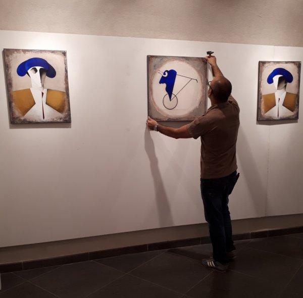 Mise en place de l'expo à la Galerie Chouleur, rue Fresque à Nîmes.. Ouverture mercredi 13 septembre 2017