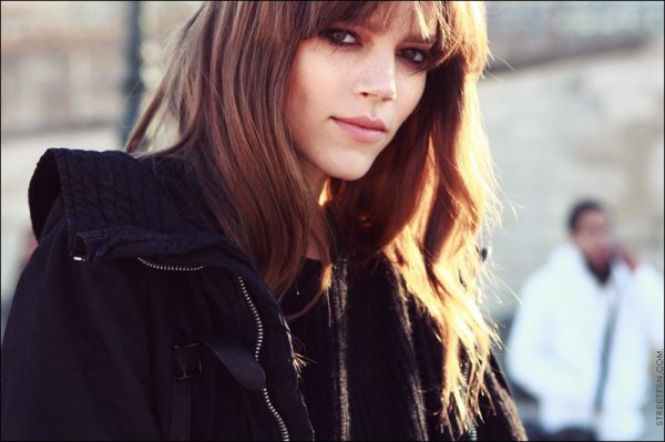 Freja leaving Chloé F/W2011.12 | Paris Fashion Week
