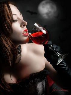 A qui veux partager ce si bon verre......vampirique.....?
