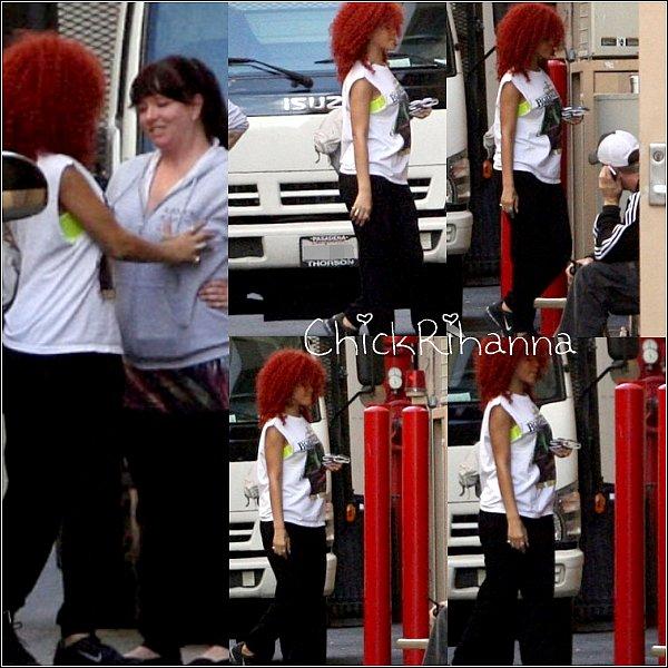 ~ 18 Mai 2011 :  Rihanna a été photographié arrivant pour des répétitions à Los Angeles.