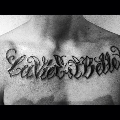 tatouage prévu des que le premier est fait je fait celui ci