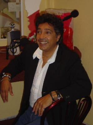 santo barracaot ...le frére  de frédéric françois un très bon chanteur aussi.....