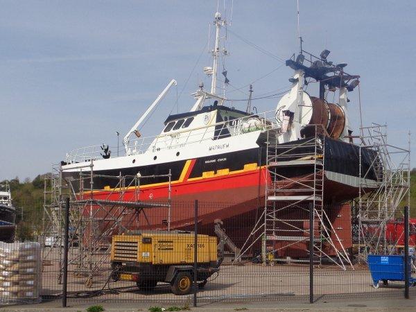 Bateau en zone technique - port de dieppe