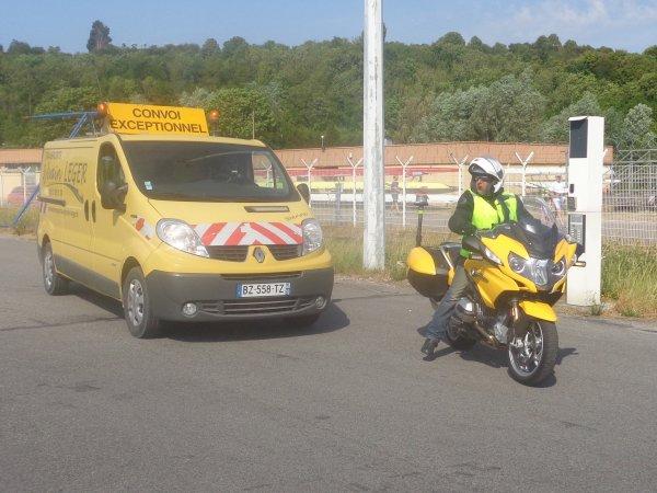 voiture pilote + moto pilote