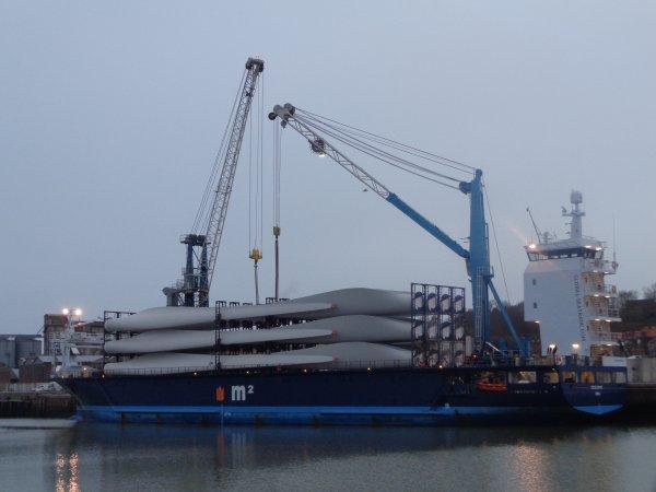 dechargement et stockage pales d'eolinnes- port de dieppe