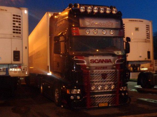 Scania decoree prris de nuit