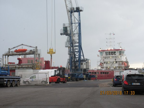 Le amasus Jaguar dans le port de dieppe