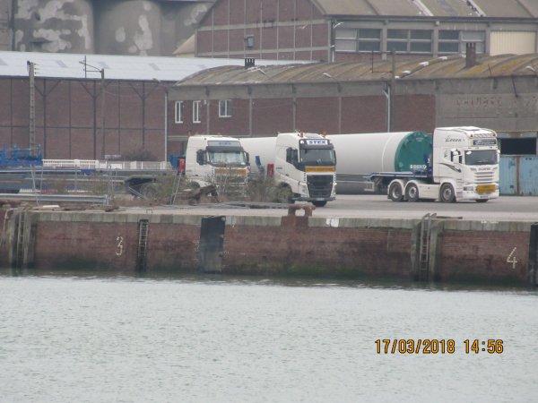 le port de dieppe un samedi apres midi
