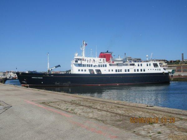 bateau de croisiere dans le port de dieppe 2