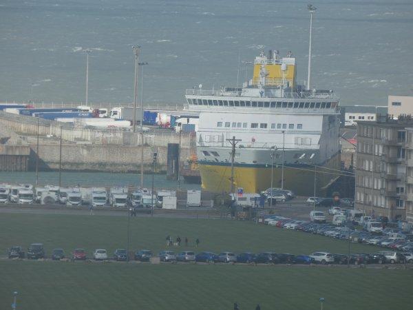 jour de tempete , le ferry et la cote d'albatre ........mon univers