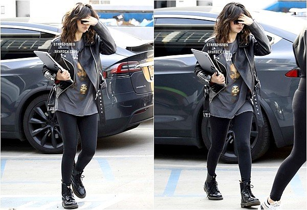 Selena aperçue se rendant au Nine Zero One Salon West à Hollywood, Californie.