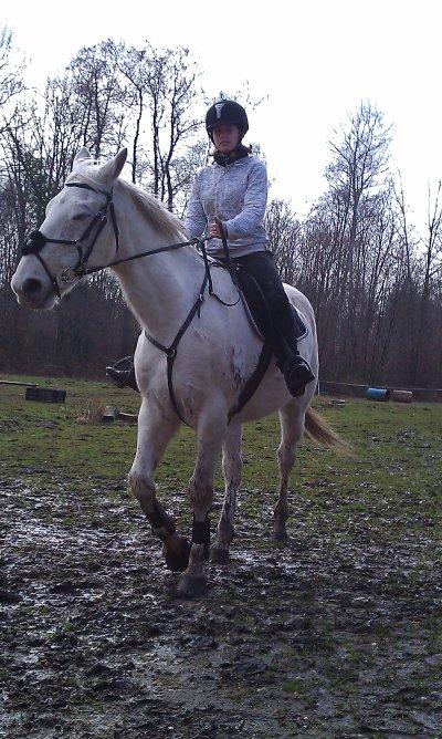 encore moi avec Igore le cheval que je m occupe et le premier que mon loup a monter