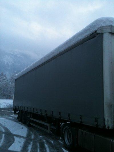 le travail de mon loup et la il est rester coincer 3 j entre st etiene et chambery a cause de la neige