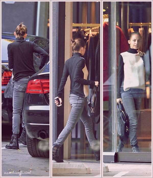 """* ● Nicole & Joel Madden : Out & about in L.A"""" ● *  20 Décembre 2013: Nicole a fait quelques achats de Noel dans la celebre boutique Balenciaga à Los Angeles .*"""