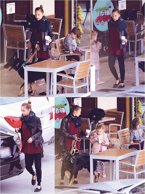 * ● SPOTTED : Nicole & Joel out for some shopping● *  27 Décembre 2013: Nicole & Joel ont étaient aperçue faisant quelques emplettes à Hollywood avec leur chien Iro .*
