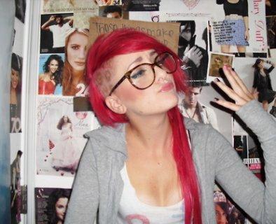 Cheveux Rose et Mauve.