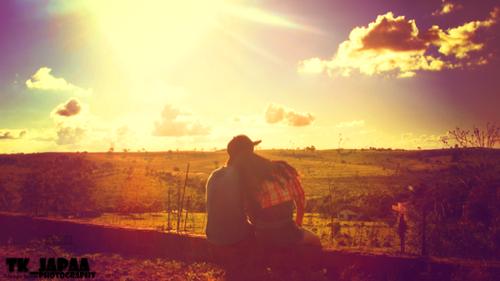 L'amour naît de rien et meurt de tout ; on s'aime sans raison, on s'oublie sans motif.